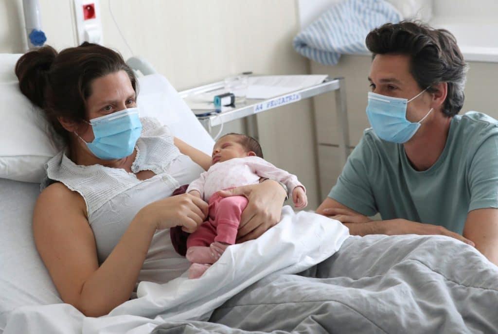 Предаването на COVID-19 от майката на бебето